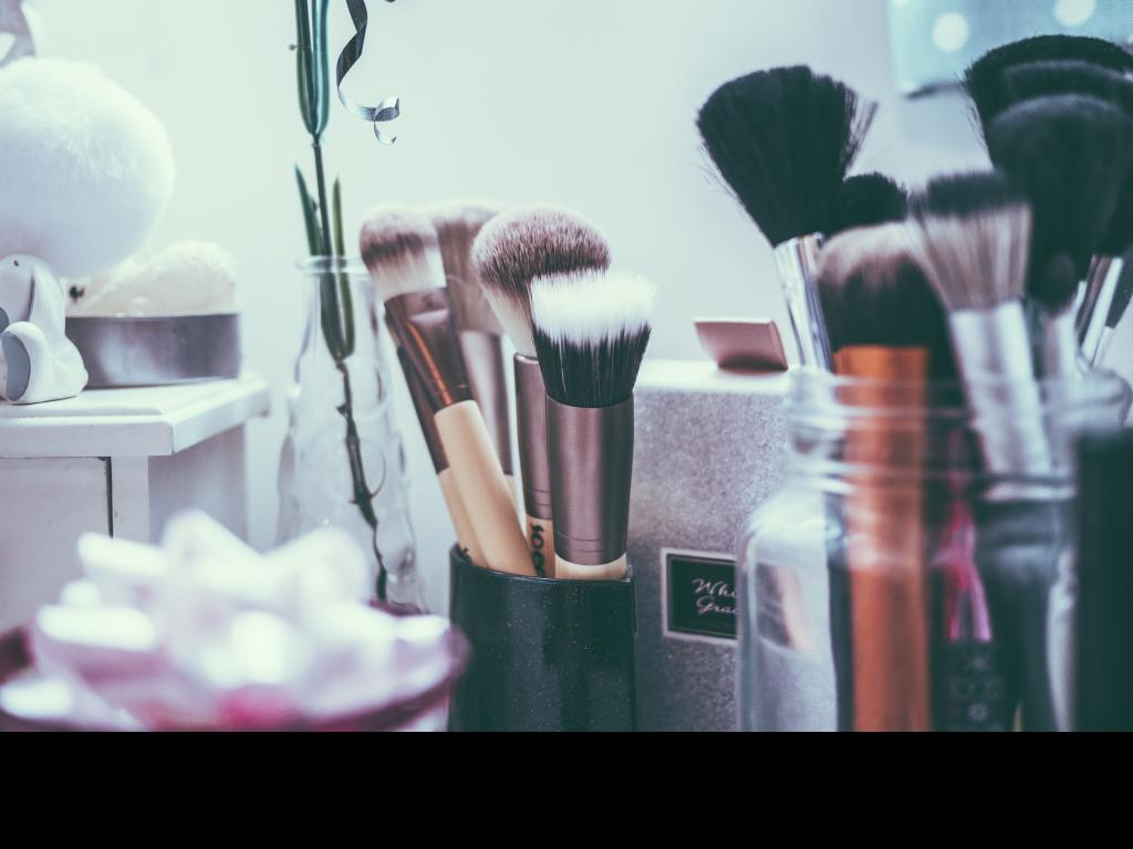 Suitable makeup brushes